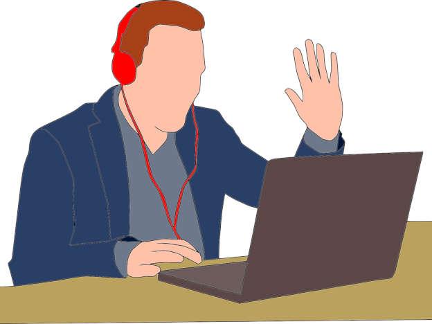 Mann in Videokonferenz