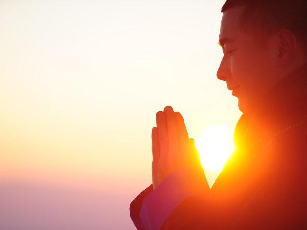 Mann beim Gebet